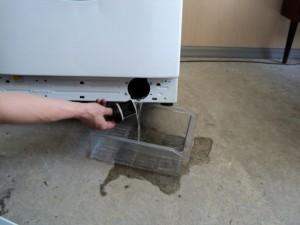 машинка не сливает воду